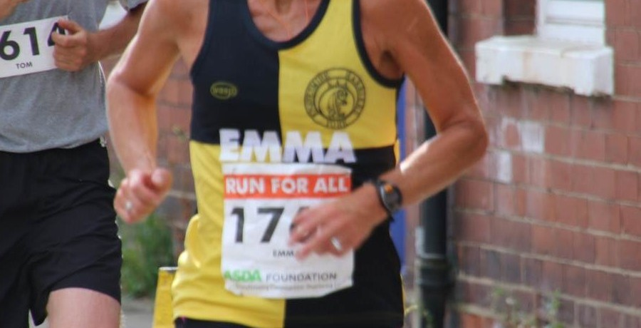 Knavesmire's Emma Yates First Lady at York 10k & Photos of the Harriers in Action.